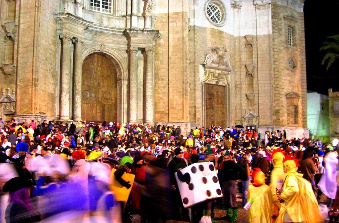 Hundreds of festival go-ers in the main square of Cadiz