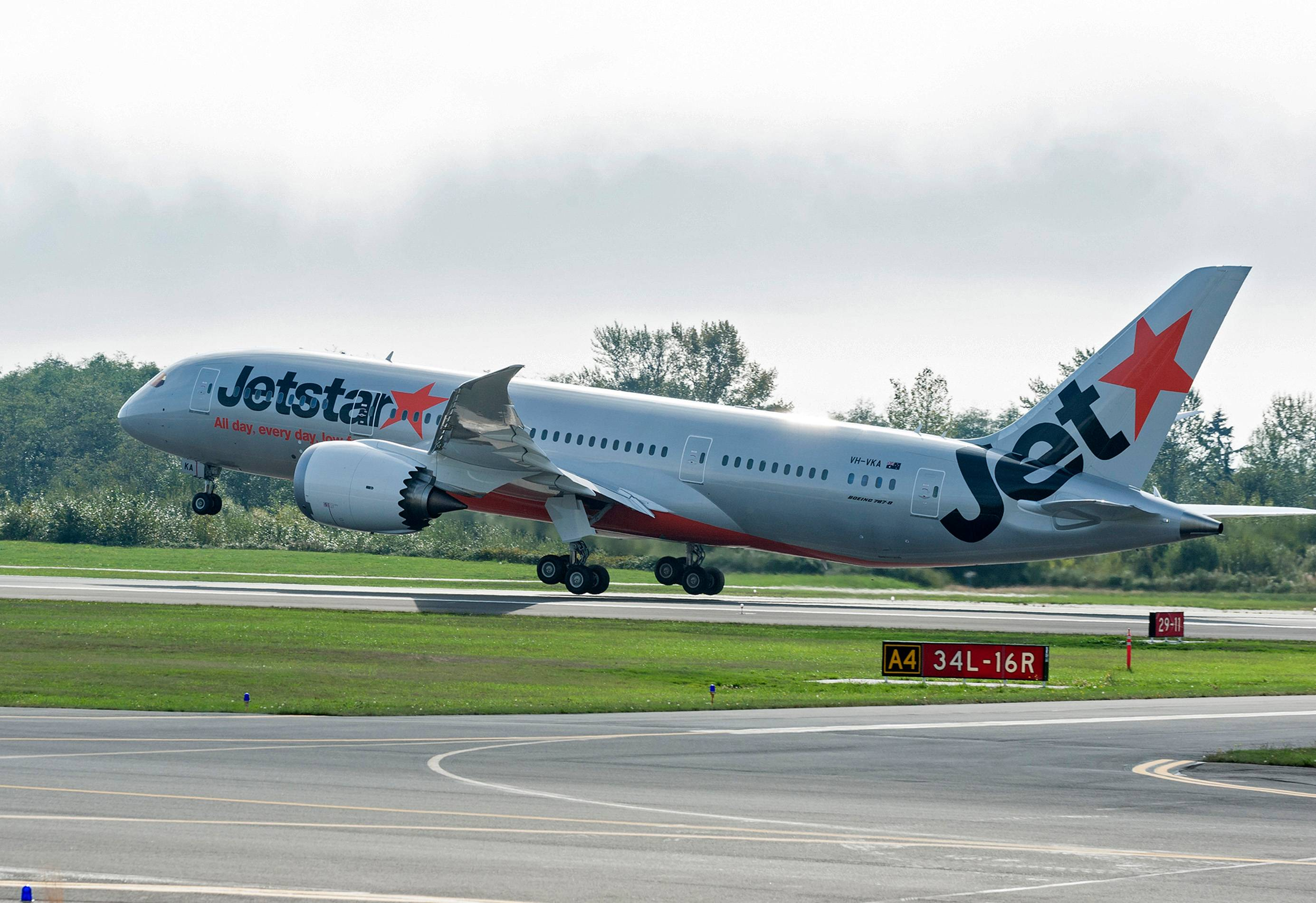 Jetstar Dreamliner taking flight