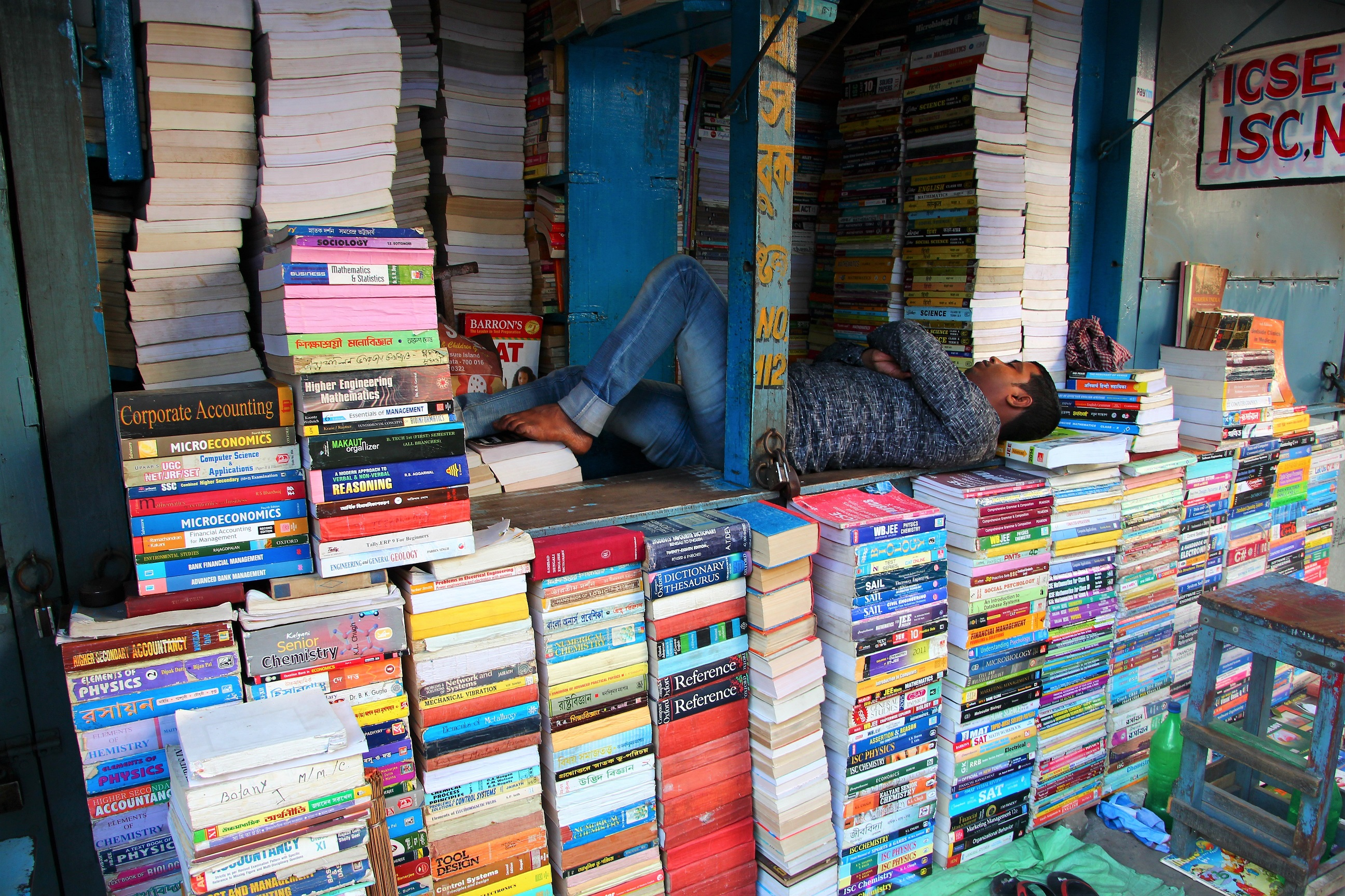 Book Markets, Chor Bazaar, Delhi and kolkata - Photo credit: Crooked Compass